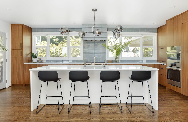 Kitchen island with barstools, mahogany cabinets